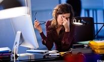 Nhìn màn hình máy tính, smartphone lâu có hại gì?