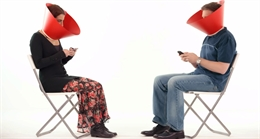 Video quảng cáo vòng cổ giúp cai nghiện smartphone