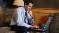 Hacker sẽ làm gì với máy tính và WiFi trong khách sạn?