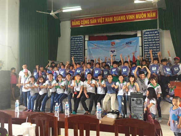 Chân thành cảm ơn các bạn tình nguyện viên tại Hồng Ngự - Đồng Tháp đã hỗ trợ cho chương trình trao quà của Quỹ hỗ trợ Giáo dục Nam Trường Sơn