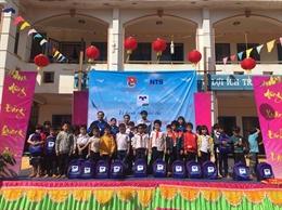 Quỹ hỗ trợ giáo dục Nam Trường Sơn trao tặng quà khuyến học cho học sinh các tỉnh Tây Ninh, Bình Phước, Vĩnh Long, Long An