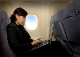 Cần làm gì khi mang theo laptop ra nước ngoài?