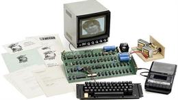 1 phụ nữ vô tình vứt bỏ máy tính Apple 1 do Steve Jobs lắp ráp trị giá hơn 4 tỷ