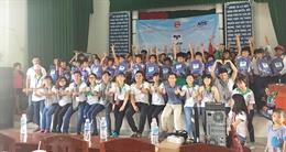 Quỹ hỗ trợ giáo dục Nam Trường Sơn Kaspersky trao tặng quà và xe đạp cho học sinh tỉnh miền Trung và miền Tây