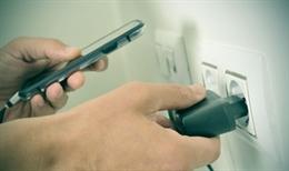 Những cách sạc pin sai lầm khiến smartphone nhanh hỏng
