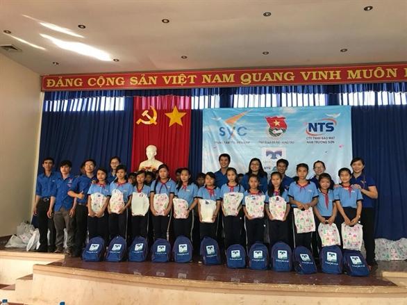 Là một trong những hoạt động thuộc chuỗi chương trình Vì hạnh phúc trẻ thơ, mới đây Quỹ hỗ trợ giáo dục Nam Trường Sơn đã trao tặng 1,600 phần quà khuyến học và 20 chiếc xe đạp cho các em học sinh hiếu học vượt khó tại tỉnh Đồng Nai, Bà Rịa Vũng Tàu, An Giang và Kiên Giang.