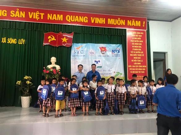 Những ngày cuối của năm 2018, Quỹ Hỗ Trợ Giáo Dục NTS đã thực hiện chuyến đi cuối năm 2018, trao 1500 phần quà và 90 xe đạp đến các em học sinh Ninh Thuận, Bình Thuận, Đồng Nai, Lâm Đồng.