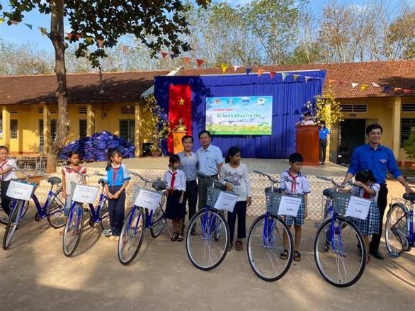 Khai xuân 2020 trao tặng 2000 phần quà và 120 xe đạp cho học sinh Tây Nguyên và Miền Tây