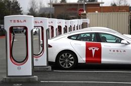Tesla thất thu vì một lỗ hổng phần mềm trong trạm sạc Superchargers V3, khiến xe điện hãng nào khác cũng sạc được miễn phí