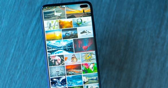 Tất cả hình ảnh được lưu trữ trong điện thoại đều được hiển thị trong thư viện ảnh của thiết bị. Hẳn là bạn sẽ không muốn ai đó nhìn thấy những hình ảnh riêng tư của mình khi lướt thư viện ảnh. Bài viết này sẽ hướng dẫn bạn ẩn hình ảnh trong Android.