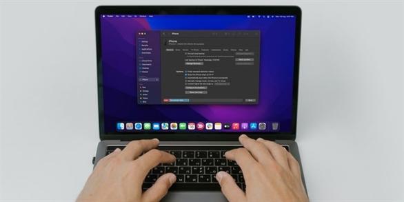 Cách đồng bộ hóa iPhone của bạn với máy Mac qua Wi-Fi